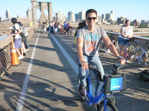 Atravessando a Brooklyn Bridge de bike