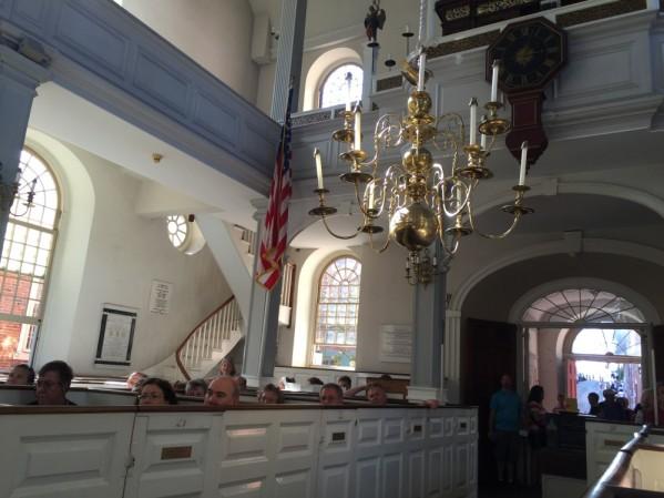 Missas sāo celebradas aos domingos